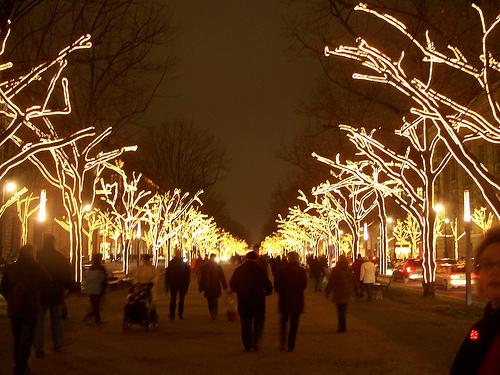 Vuelos a Berlín: el festival de las luces un recorrido que no puede faltar en los tour por Berlín.