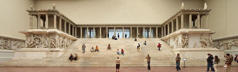 Pergamonmuseum_-_Altar_01